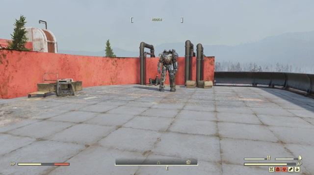 ワトガハイスクールの屋上にあるパワーアーマー