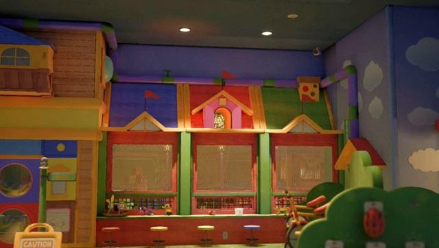 ベビートイ売り場の出窓